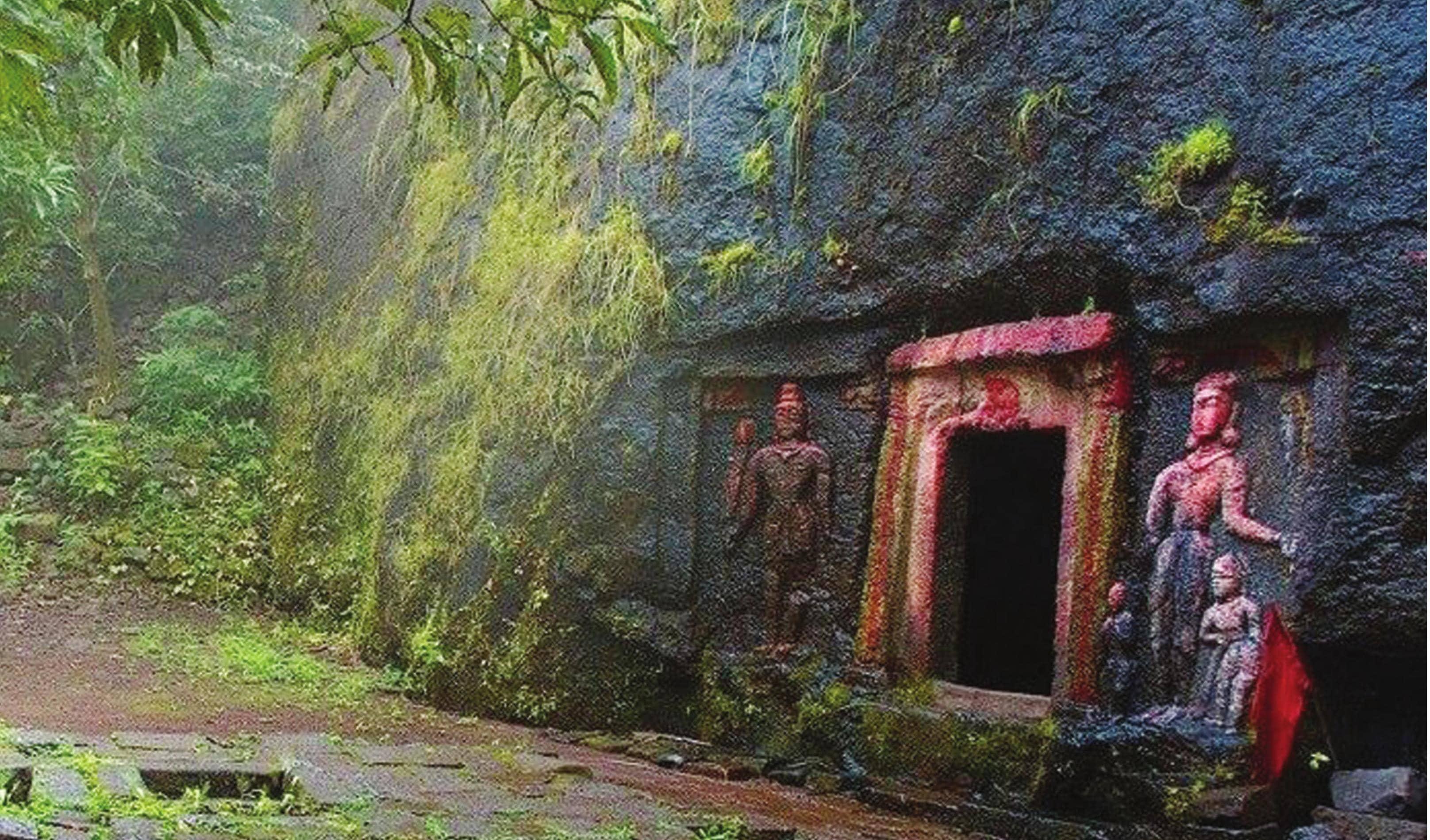 குன்றின் மீது ராவணன் குகை!