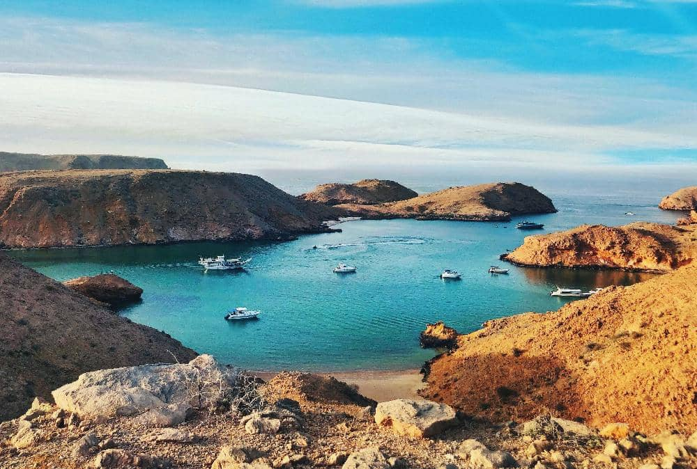 OMAN: WHERE SEA VIEWS AND GOLDEN SANDS TAKE A STARRING ROLE