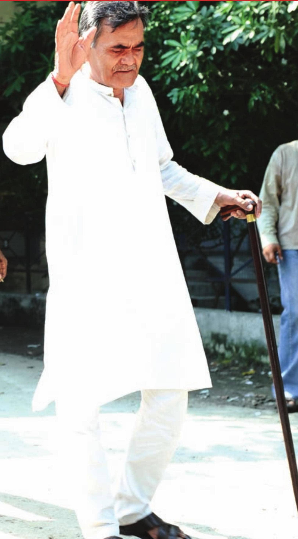 कोरोना कहर में भी बुजुर्ग नहीं टिक रहे घर में