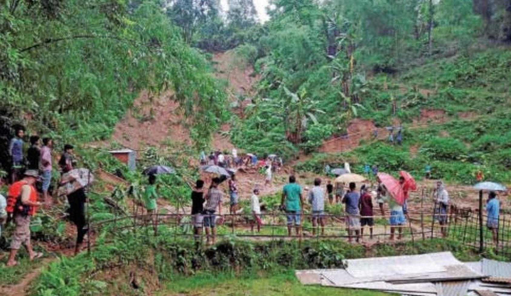 அசாமில் வெவ்வேறு பகுதிகளில் ஏற்பட்ட நிலச்சரிவில் சிக்கி 20 பேர் உயிரிழப்பு