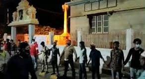 बेंगलुरु में विधायक के घर बलवाइयों का धावा,तीन मरे