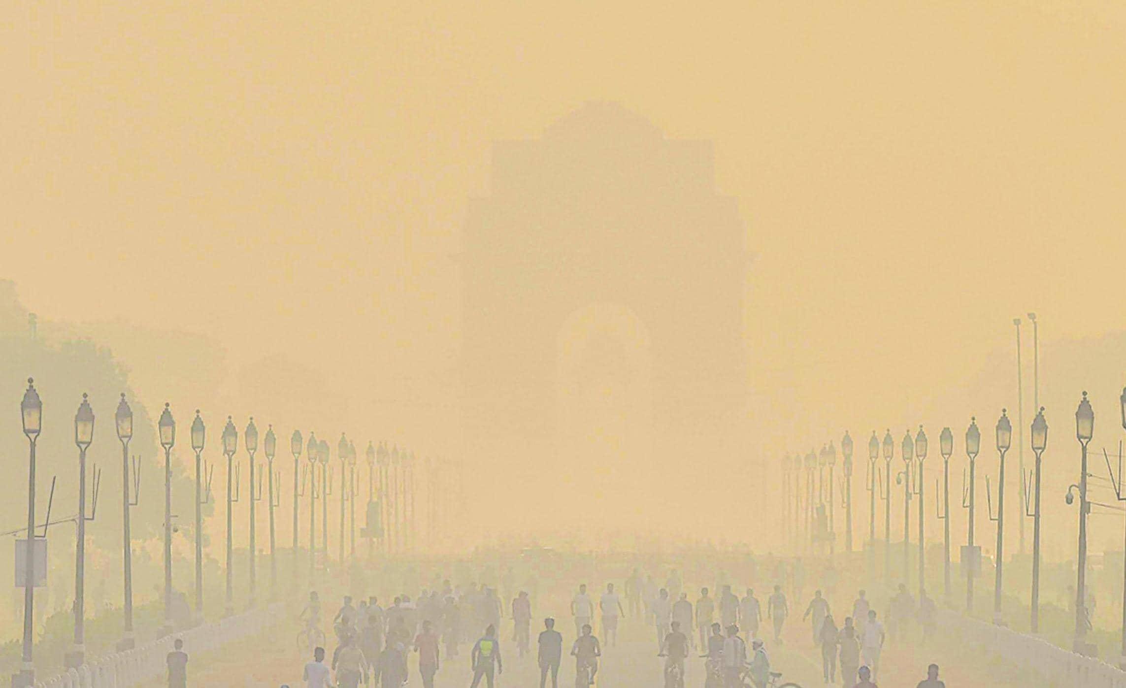 संकट: पराली के धुएं ने दिल्ली का दम घोटा