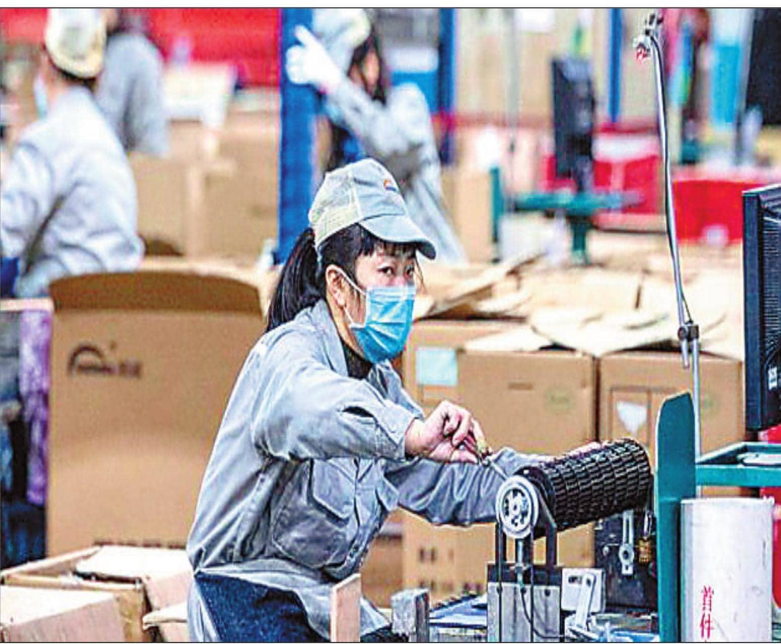 दुनिया कोरोना वायरस से लॉकडाऊन, चीन में फिर शुरू हुईं फैक्टरियां