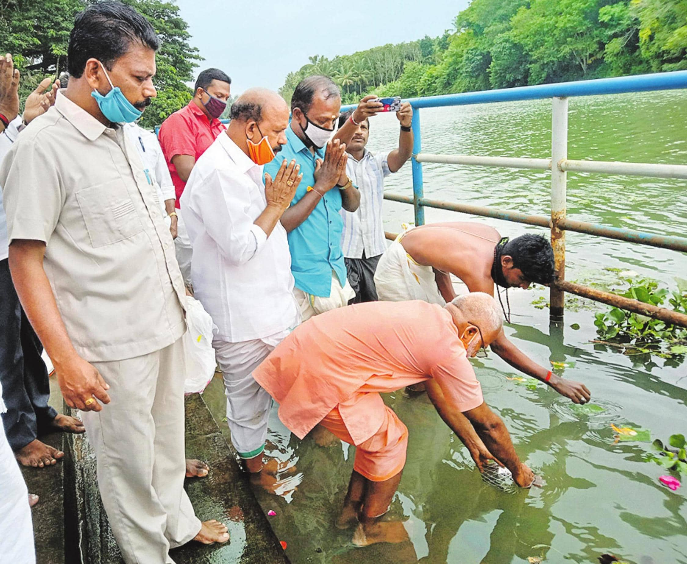 குழித்துறை தாமிரவருணி நதியிலிருந்து அயோத்தி ராமர் கோயிலுக்கு புனித நீர்