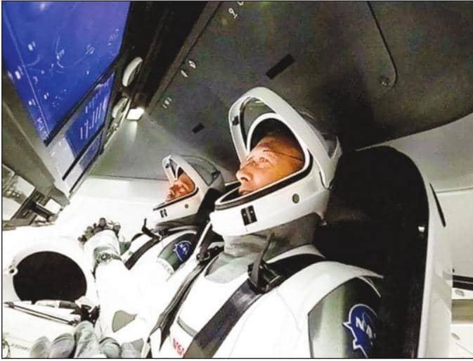 स्पेस एक्स ड्रैगन दो यात्रियों को लेकर पृथ्वी की कक्षा में पहुंचा