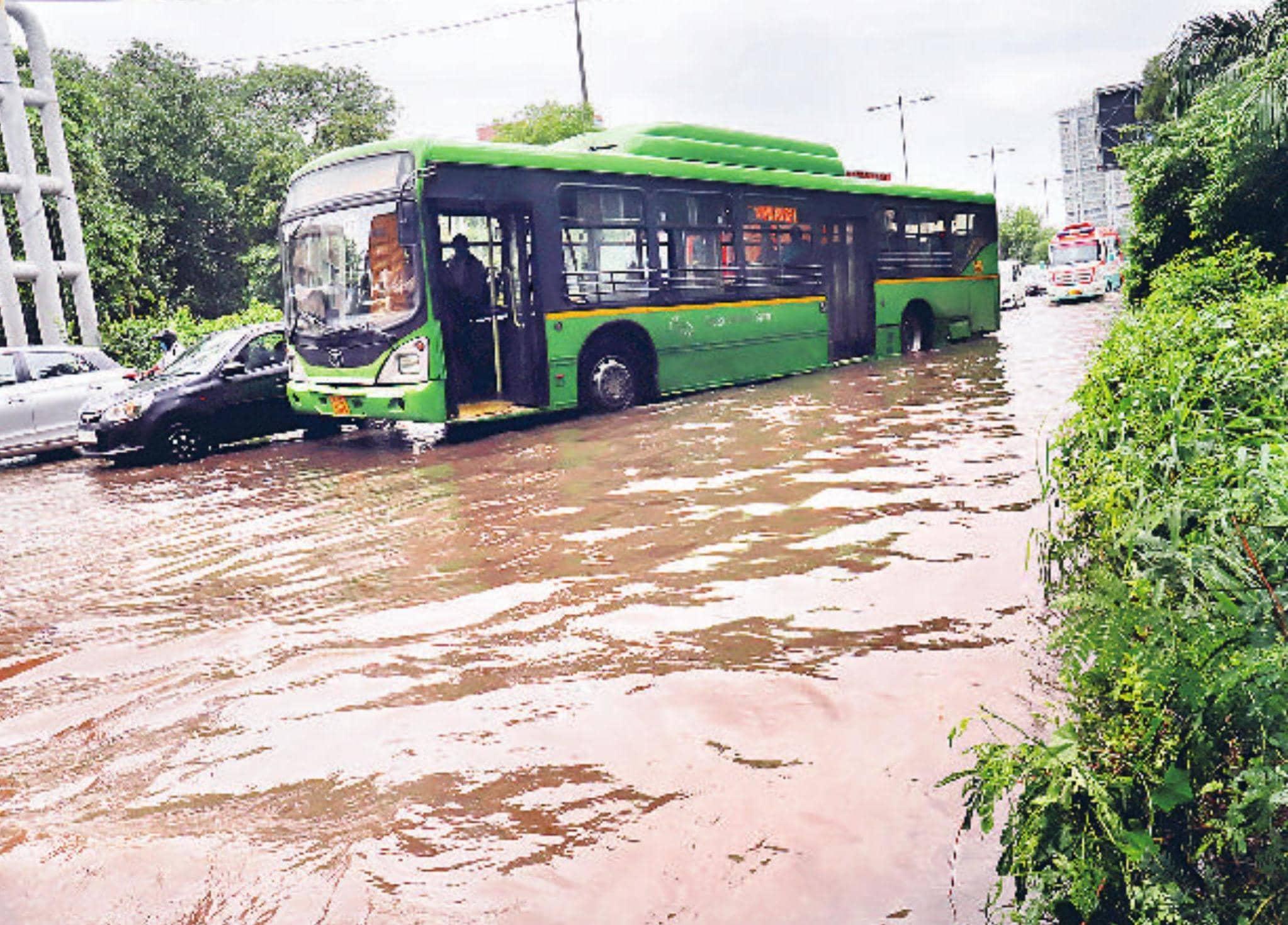 मूसलाधार बारिश ने थामी राजधानी की रफ्तार