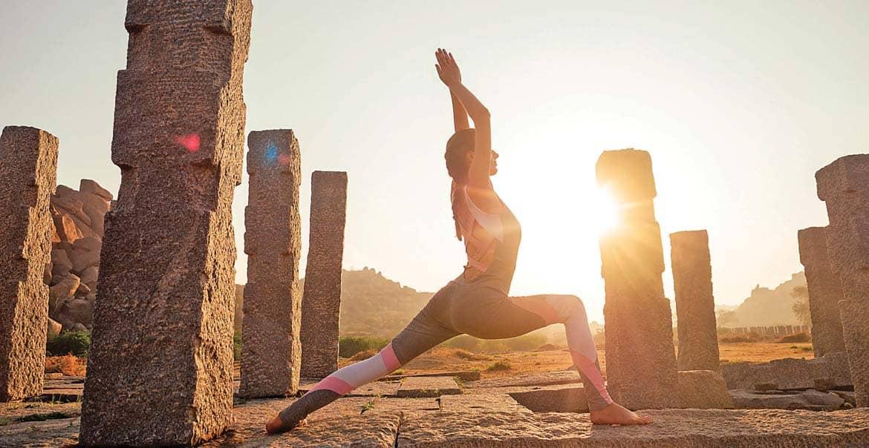 सूर्य नमस्कार सूर्य आराधना के साथ व्यायाम भी